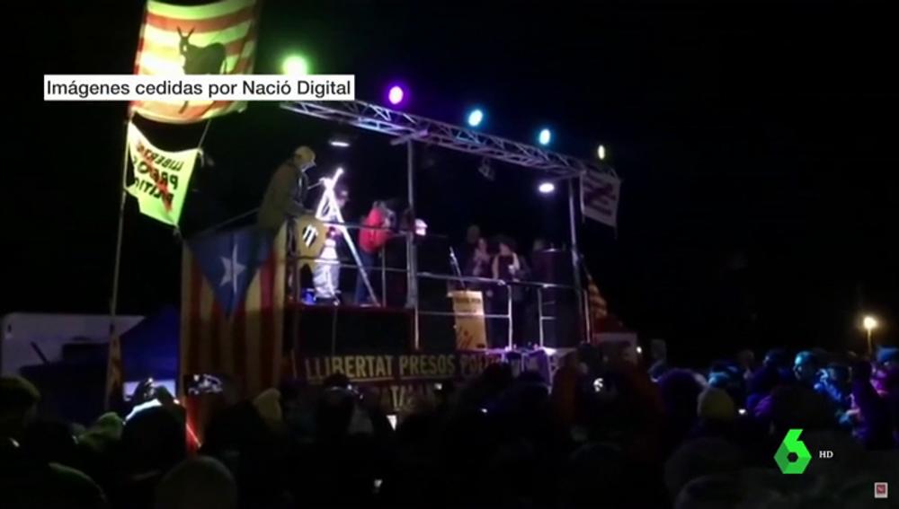 Centenares de personas celebran Nochevieja en Lledoners en apoyo a los políticos presos