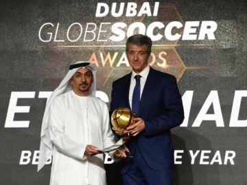 Miguel Ángel Gil Marín, CEO del Atlético de Madrid, recogiendo el premio a Mejor Club del año