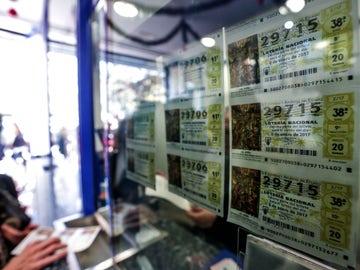 Cómo, dónde y cuándo cobrar los décimos de la Lotería del Niño 2021