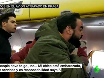 Motín a bordo del avión de Ryanair atrapado en Praga