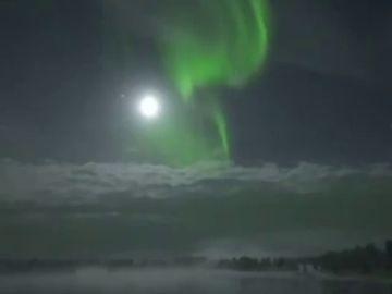 Las impactantes imágenes de la aurora boreal iluminando el cielo de Finlandia