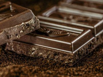 Imagen de archivo de una tableta de chocolate.