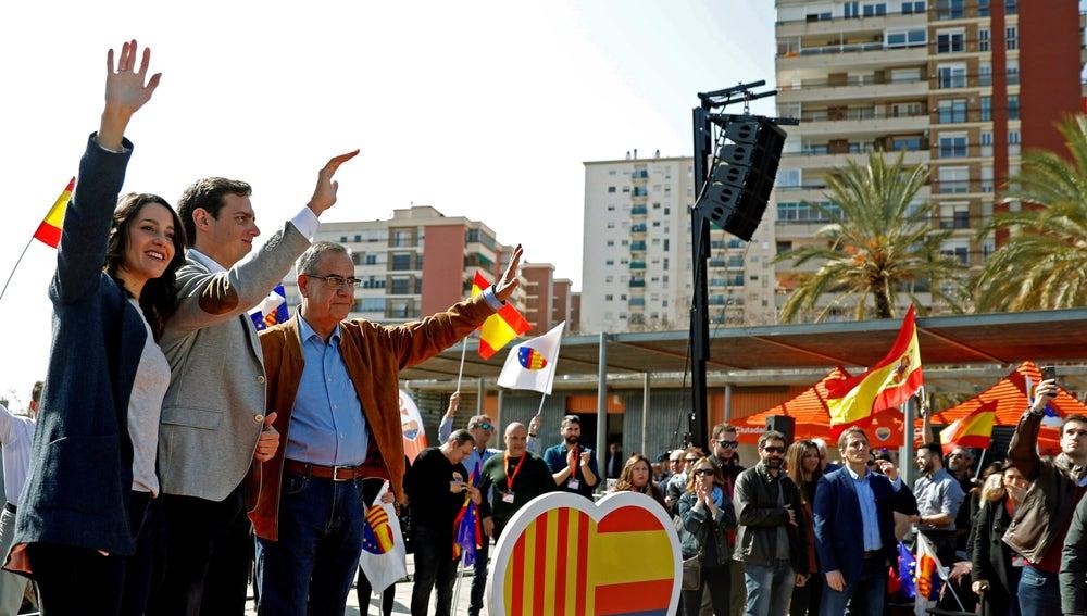 El presidente de Ciudadanos (Cs), Albert Rivera, junto a la líder en Cataluña y candidata por Barcelona, Inés Arrimadas