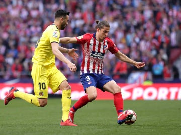 Filipe Luis en un partido contra el Villarreal