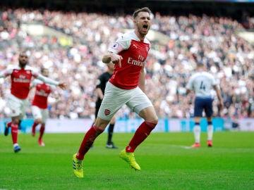 Aaron Ramsey celebra su gol ante el Tottenham
