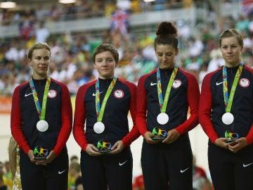 Kelly Catlin, segunda por la izquierda en la imagen
