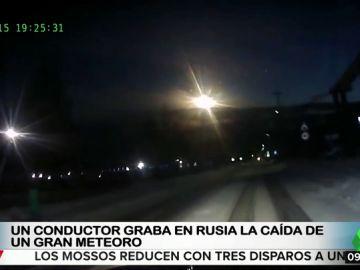 Un conductor graba la caída de un gran meteorito en Rusia
