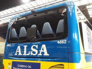 Autobús ALSA atacado