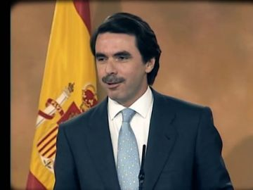 Aznar ganó las elecciones con mayoría absoluta y Zapatero se convirtió en el secretario general del PSOE: así fue el 2000 para los políticos