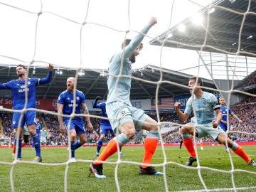 Los jugadores del Chelsea celebran el gol de Azpilicueta