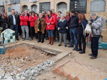 Pablo Iglesias acude a la exhumación de una fosa común donde podrían estar los restos de su tío