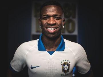 Vinicius, con la nueva camiseta de Brasil