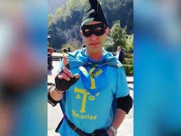 'El capitán AsturiaX' toma nota de las propuestas de Santiago Abascal