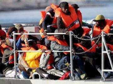 Llegan a Malta las 62 personas rescatados en Libia por la ONG 'Sea Eye'