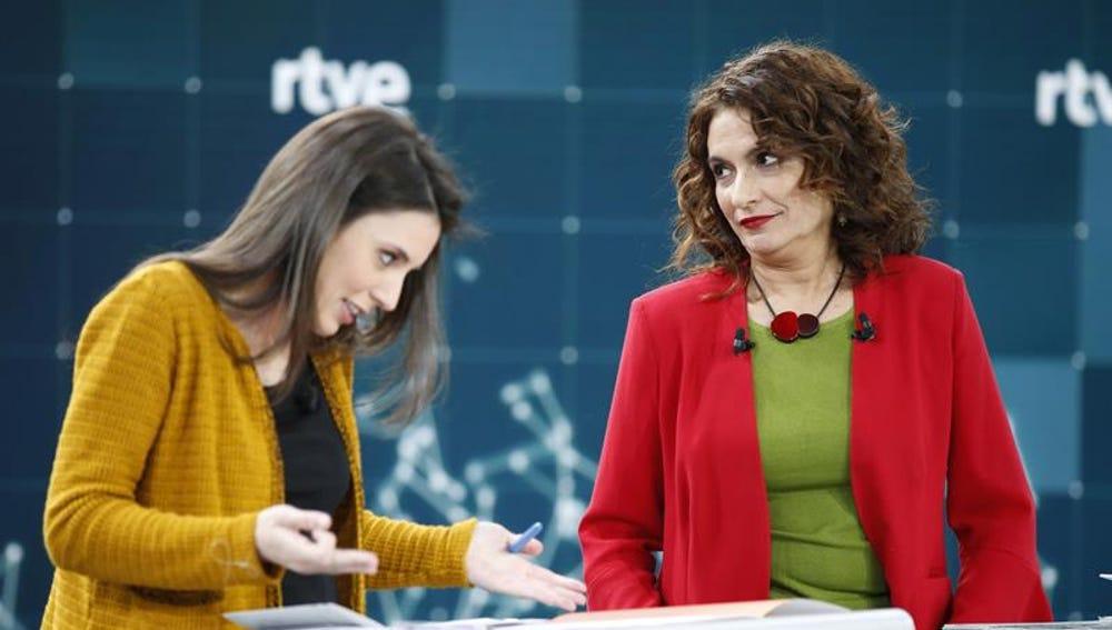 La ministra de Hacienda, María Jesús Montero junto a Irene Montero