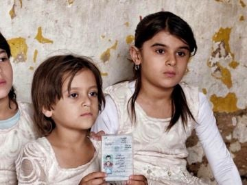 Fotografía cedida por la ONG Road to Peace, de Sylvana, una niña yazidí de 7 años