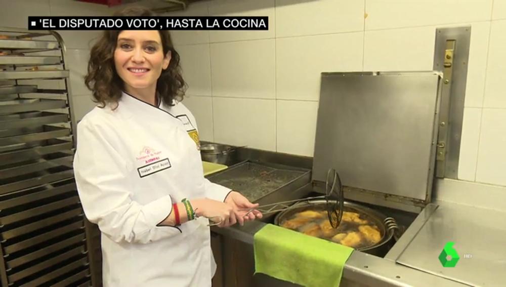 Isabel Díaz Ayuso haciendo torrijas
