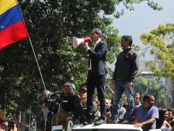 Noticias 2 Antena 3 (30-04-19)  Venezuela: Sigue adelante la 'operación libertad' con declaraciones de Guaidó y Leopoldo López