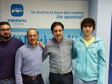El exconcejal de Coslada Fernando Atienza (tercero por la izquierda)