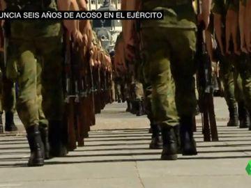 """El duro relato de un soldado acosado por su sargento: """"Me trataba como si fuera su perrito"""""""