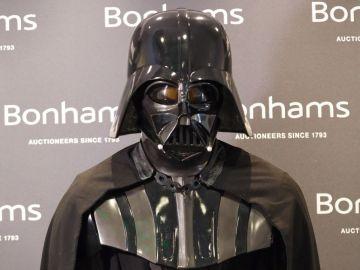 Imagen del traje de Darth Vader que se subasta en EEUU