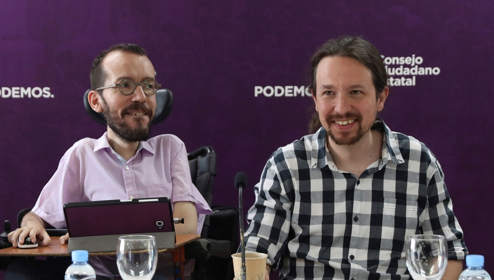 Pablo Iglesias junto al secretario de organización del partido, Pablo Echenique