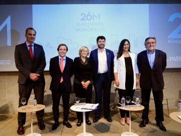 Los candidatos a la alcaldía de Madrid, José Luis Martínez-Almeida (2i), Javier Ortega Smith (i), Manuela Carmen (3i), Carlos Sánchez Mato (3d), Begoña Villacís (2d) y Pepu Hernández