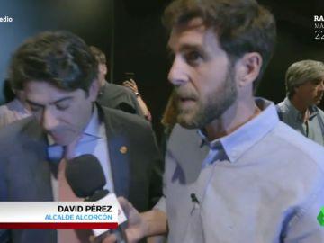 """Gonzo pone en un aprieto al alcalde de Alcorcón (PP): """"¿Es justo que las instituciones dejen en la calle a 93 familias?"""""""