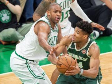 Giannis Antetokounmpo, en acción ante los Celtics