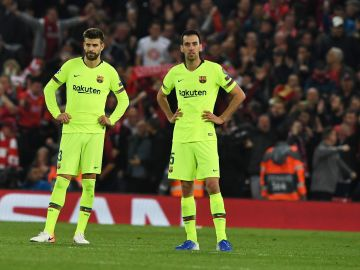 Sergio Busquets, con los brazos en jarra en el partido del Barça