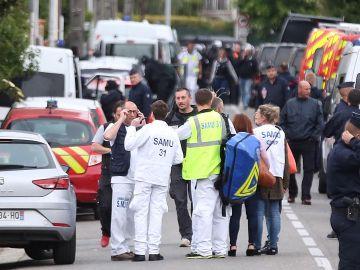 Policías franceses vigilan de cerca la zona en Blagnac, cerca a Toulouse
