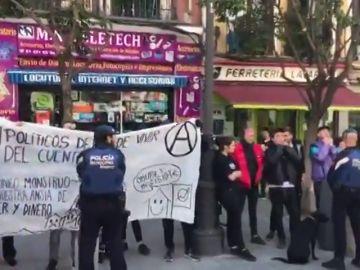 """Un grupo de personas irrumpe en un acto de Vox en Madrid al grito de """"fascistas"""""""
