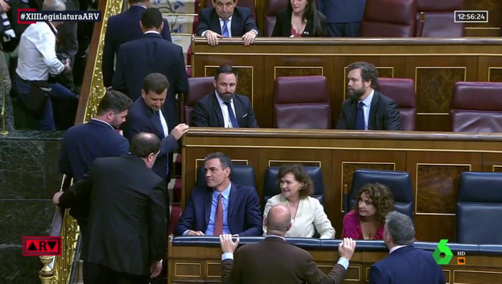 Santiago Abascal da la espalda a Oriol Junqueras y Gabriel Rufián en el hemiciclo