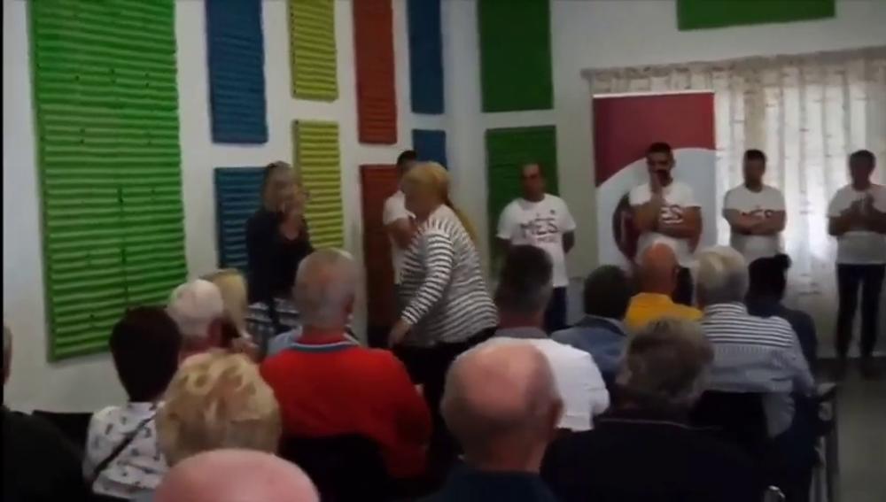 Expulsan de un mitin de Més Benitatxell a la madre de un rival político que intentó boicotear al alcalde
