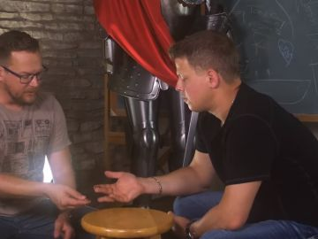 El poseedor del récord mundial Rick Smith Jr. enseña el truco