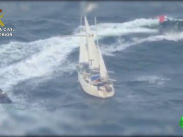 La Guardia Civil intercepta un velero cargado con 600 kilos de cocaína