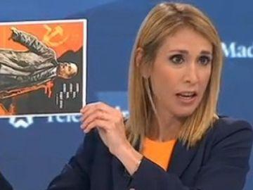 Silvia Saavedra con el cartel