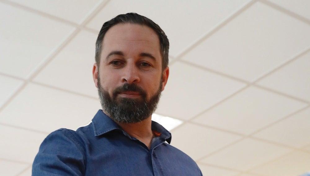 El líder de Vox Santiago Abascal, ejerce su dereccho al voto