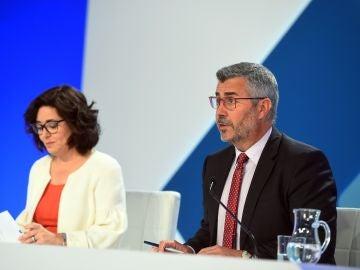 Miguel Ángel Oliver junto a la subsecretaria de Interior, Isabel Goicoechea (Archivo)