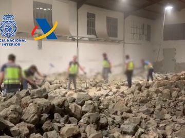 La Guardia Civil interviene una tonelada de cocaína escondida en el interior de falsas piedras