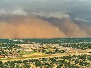 Impresionante tormenta de arena cubre la ciudad de Lubbock, Texas