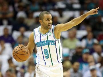 Tony Parker en su último equipo, los Charlotte Hornets