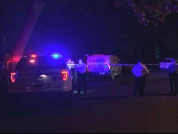 Coches de policía en el lugar del tiroteo