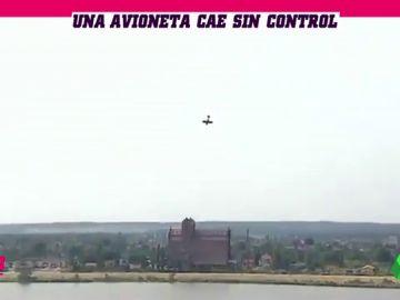 Duras imágenes: muere el piloto de una avioneta tras caer en picado contra el agua