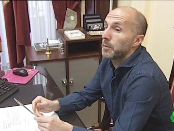 El alcalde de Ourense acusa a los funcionarios de absentismo injustificado y les obligará a fichar a diario