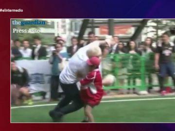 'Boris apisonadora Johnson', el candidato sin piedad con sus rivales: así placaba a un niño en un partido de rugby