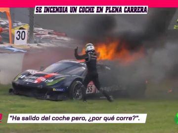 Un Ferrari en llamas en Nürburgring: el piloto apaga el incendio ante la inacción de los comisarios