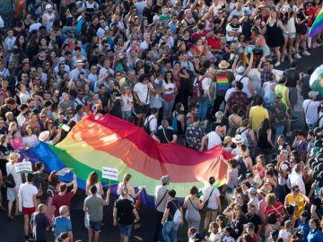 Multitudinaria manifestación del Orgullo por las calles de Madrid