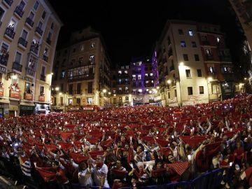 Miles de personas han despedido desde la Plaza del Ayuntamiento de Pamplona los Sanfermines de 2019