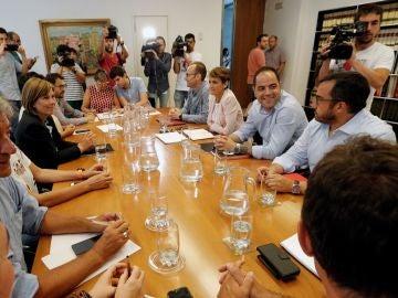 Reunión en el Parlamento Foral